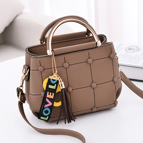 JT1815 IDR.143.000 MATERIAL PU SIZE L21XH18XW11CM WEIGHT 600GR COLOR KHAKI