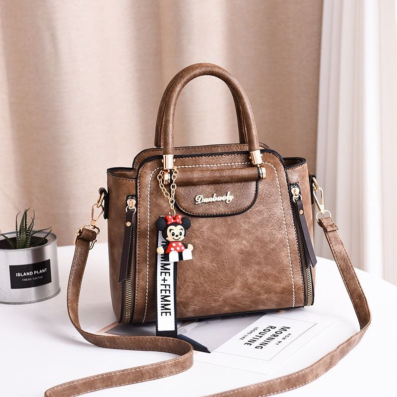 JT1816 IDR.170.000 MATERIAL PU SIZE L24XH20XW10CM WEIGHT 750GR COLOR KHAKI