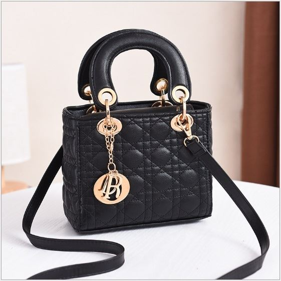 JT18605 IDR.165.000 MATERIAL PU SIZE L18XH15XW10CM WEIGHT 700GR COLOR BLACK