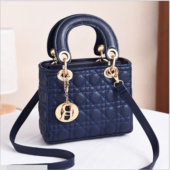 JT18605 IDR.165.000 MATERIAL PU SIZE L18XH15XW10CM WEIGHT 700GR COLOR BLUE