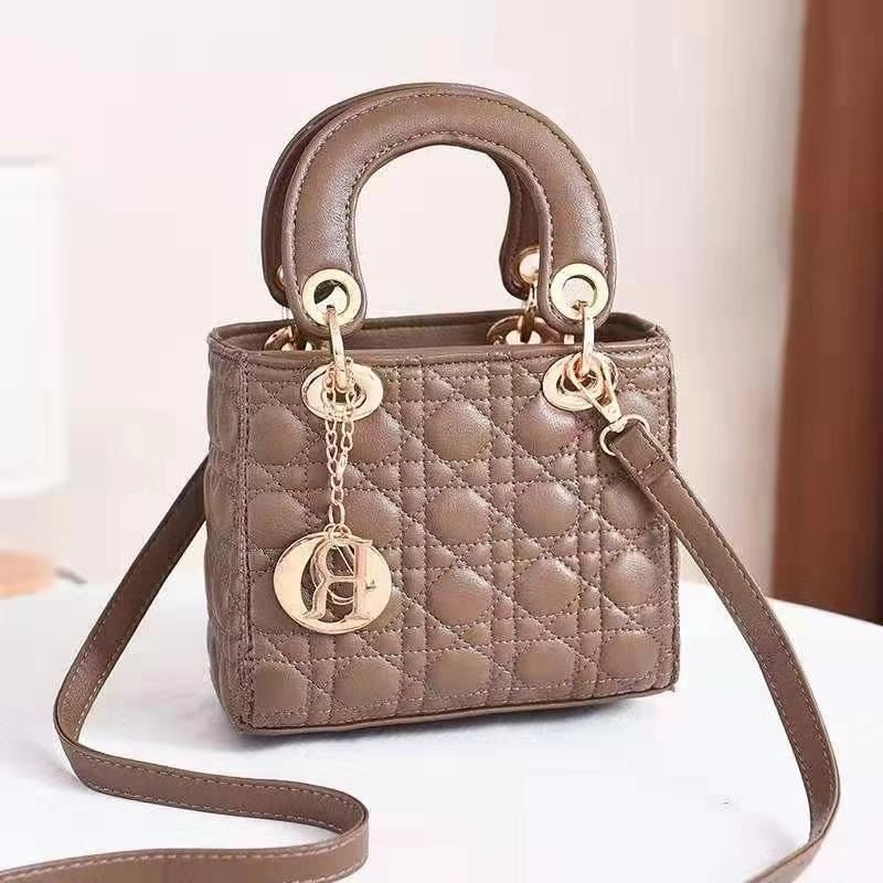 JT18605 IDR.165.000 MATERIAL PU SIZE L18XH15XW10CM WEIGHT 700GR COLOR KHAKI