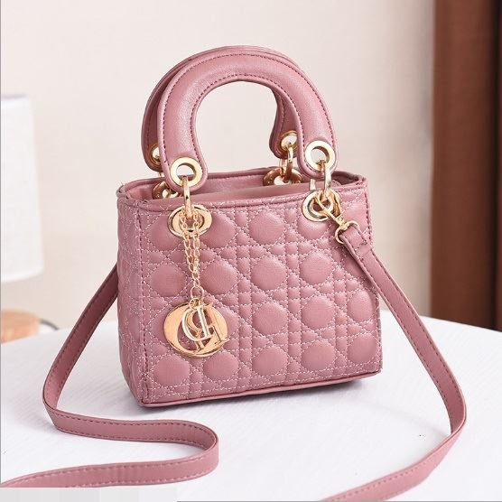 JT18605 IDR.165.000 MATERIAL PU SIZE L18XH15XW10CM WEIGHT 700GR COLOR PINK