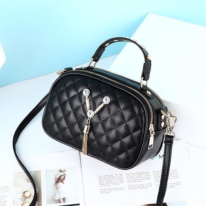 JT1868 IDR.152.000 MATERIAL PU SIZE L22.5XH15XW10CM WEIGHT 400GR COLOR BLACK