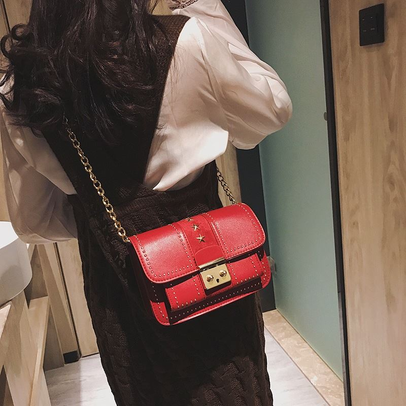 JT1872 IDR.175.000 MATERIAL PU SIZE L20XH13XW8CM WEIGHT 550GR COLOR RED