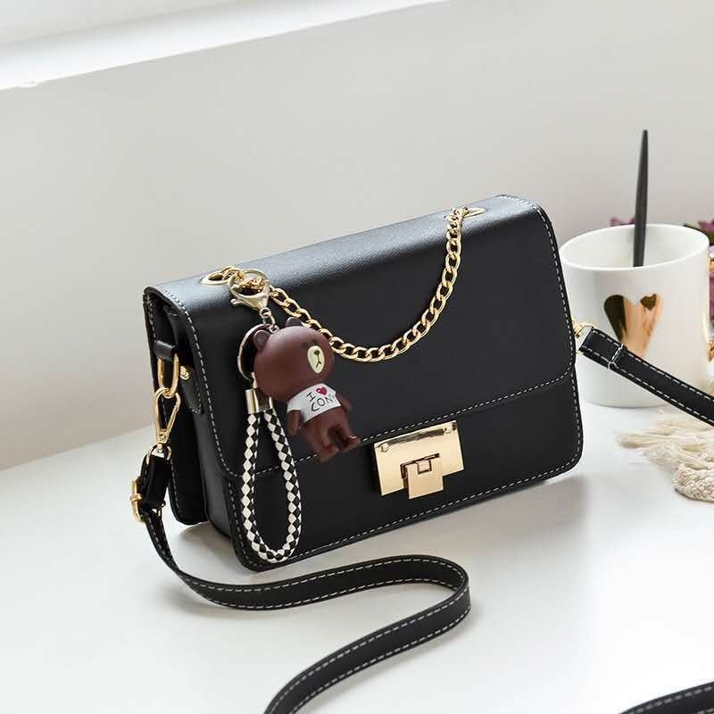 JT1882A IDR.157.000 MATERIAL PU SIZE L22XH16XW6CM WEIGHT 500GR COLOR BLACK