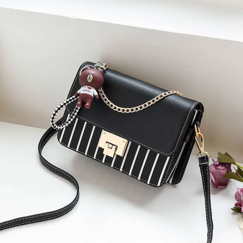 JT1882B IDR.157.000 MATERIAL PU SIZE L22XH16XW6CM WEIGHT 500GR COLOR BLACK