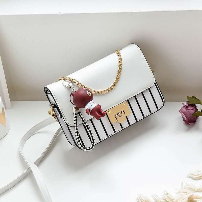 JT1882B IDR.159.000 MATERIAL PU SIZE L22XH16XW6CM WEIGHT 500GR COLOR WHITE