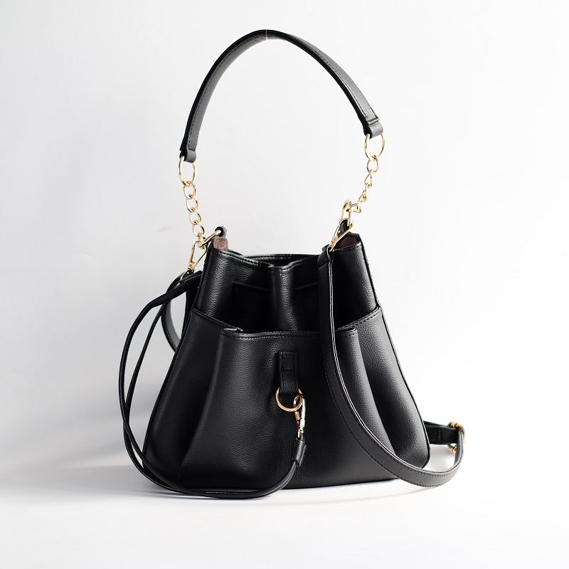 JT1900 IDR.185.000 MATERIAL PU SIZE L27.5XH22.5XW9CM WEIGHT 550GR COLOR BLACK