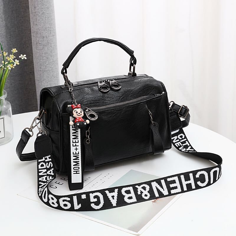 JT19020 IDR.165.000 MATERIAL PU SIZE L25XH17XW13CM WEIGHT 600GR COLOR BLACK