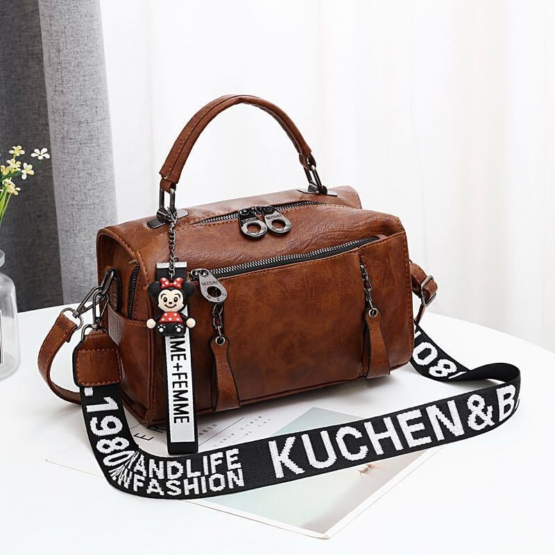 JT19020 IDR.165.000 MATERIAL PU SIZE L25XH17XW13CM WEIGHT 600GR COLOR BROWN