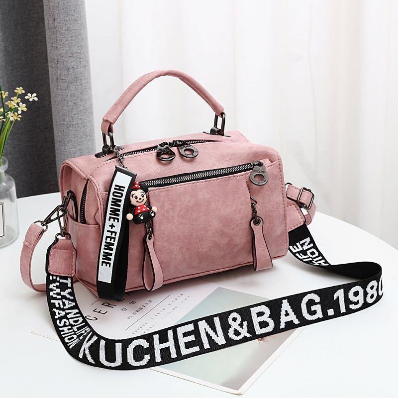 JT19020 IDR.165.000 MATERIAL PU SIZE L25XH17XW13CM WEIGHT 600GR COLOR LIGHTPINK