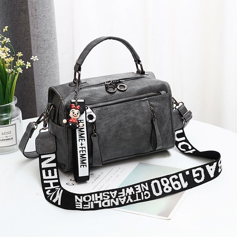 JT19020 IDR.175.000 MATERIAL PU SIZE L25XH17XW13CM WEIGHT 600GR COLOR DARKGRAY