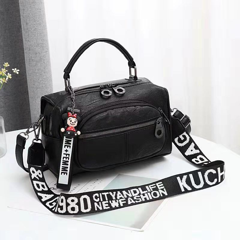 JT19021 IDR.165.000 MATERIAL PU SIZE L25XH17XW13CM WEIGHT 700GR COLOR BLACK