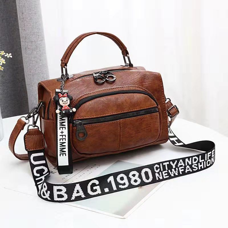 JT19021 IDR.165.000 MATERIAL PU SIZE L25XH17XW13CM WEIGHT 700GR COLOR BROWN