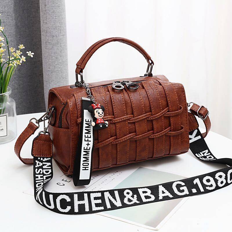 JT19022 IDR.170.000 MATERIAL PU SIZE L25XH17XW13CM WEIGHT 600GR COLOR BROWN