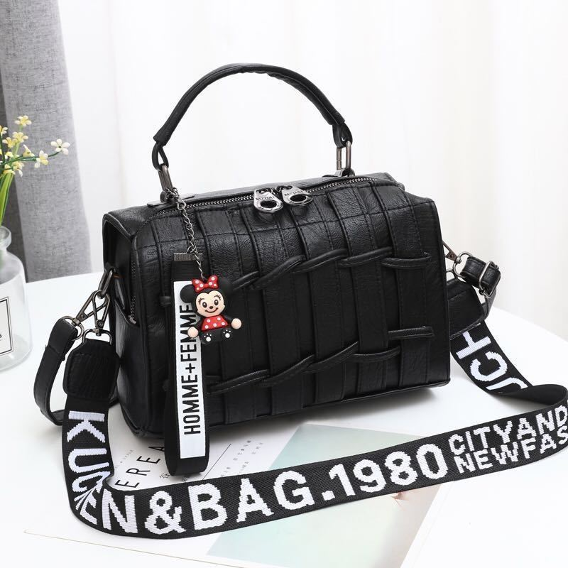 JT19022 IDR.175.000  MATERIAL PU SIZE L25XH17XW13CM WEIGHT 600GR COLOR BLACK