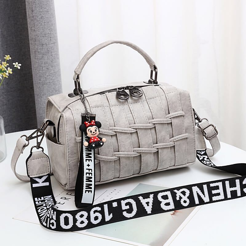 JT19022 IDR.175.000 MATERIAL PU SIZE L25XH17XW13CM WEIGHT 600GR COLOR LIGHTGRAY