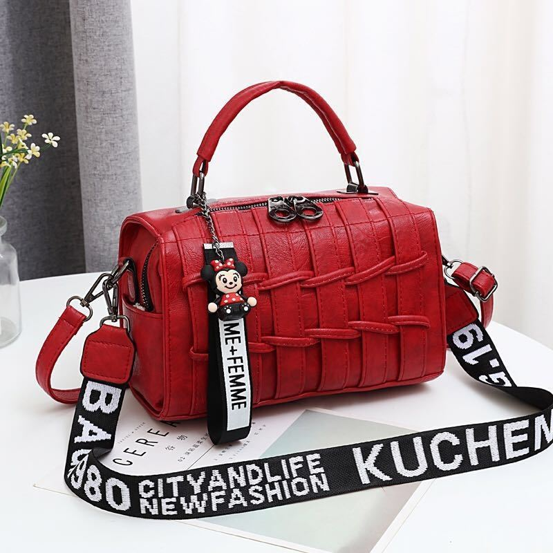 JT19022 IDR.175.000 MATERIAL PU SIZE L25XH17XW13CM WEIGHT 600GR COLOR RED