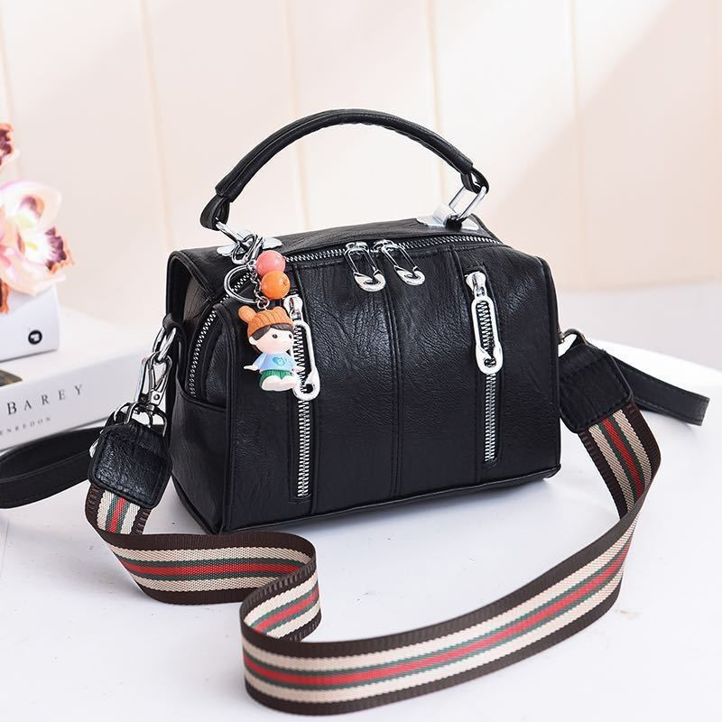 JT19032 IDR.159.000 MATERIAL PU SIZE L20XH15XW12.5CM WEIGHT 550GR COLOR BLACK