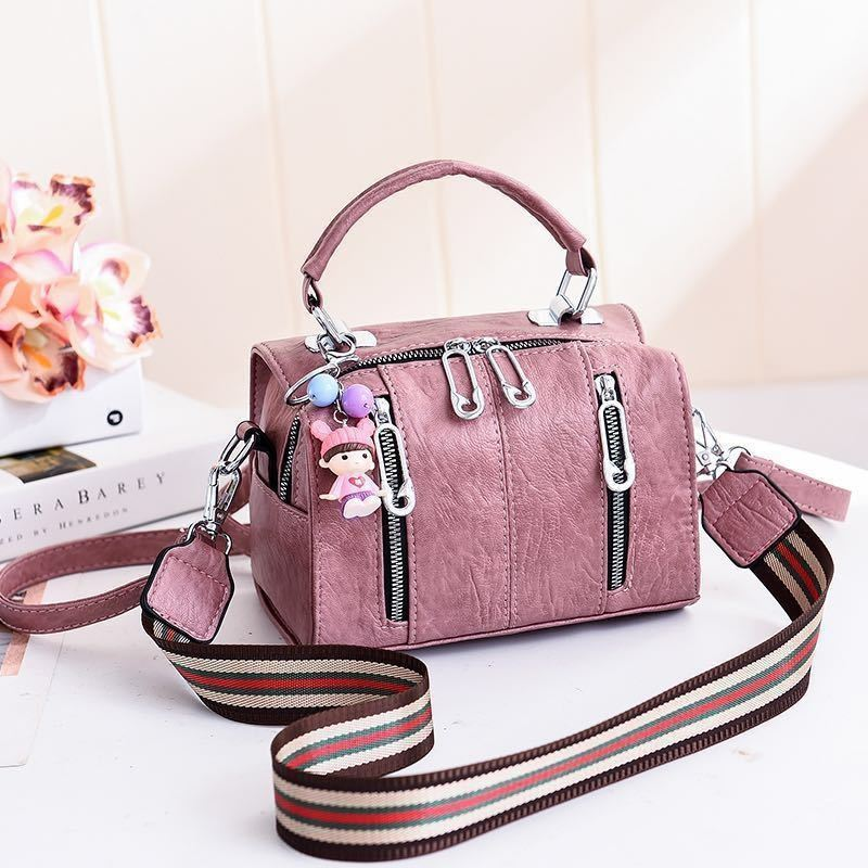JT19032 IDR.159.000 MATERIAL PU SIZE L20XH15XW12.5CM WEIGHT 550GR COLOR DARKPINK