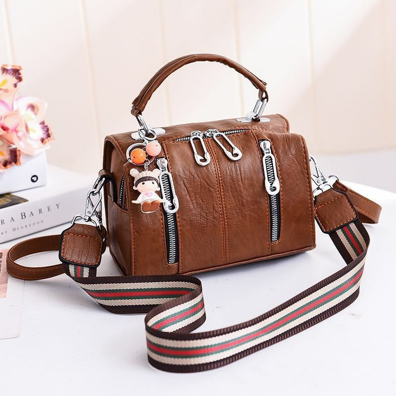 JT19032 IDR.162.000 MATERIAL PU SIZE L20XH15XW12.5CM WEIGHT 550GR COLOR BROWN
