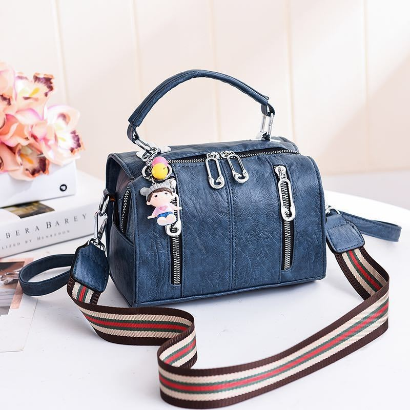 JT19032 IDR.170.000 MATERIAL PU SIZE L20XH15XW12.5CM WEIGHT 550GR COLOR BLUE