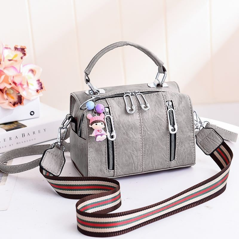 JT19032 IDR.170.000 MATERIAL PU SIZE L20XH15XW12.5CM WEIGHT 550GR COLOR GRAY