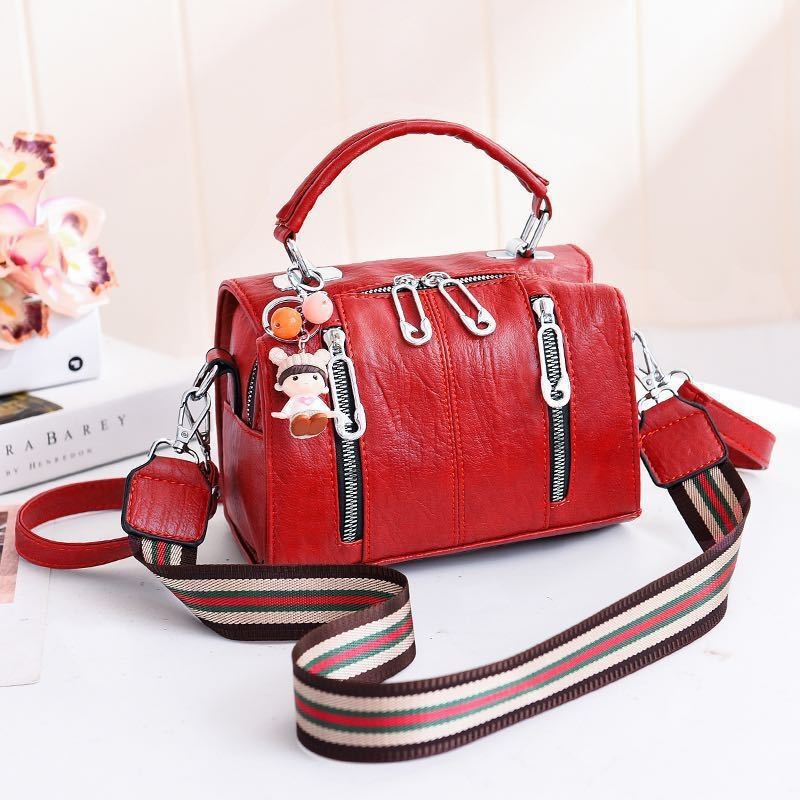 JT19032 IDR.170.000 MATERIAL PU SIZE L20XH15XW12.5CM WEIGHT 550GR COLOR RED