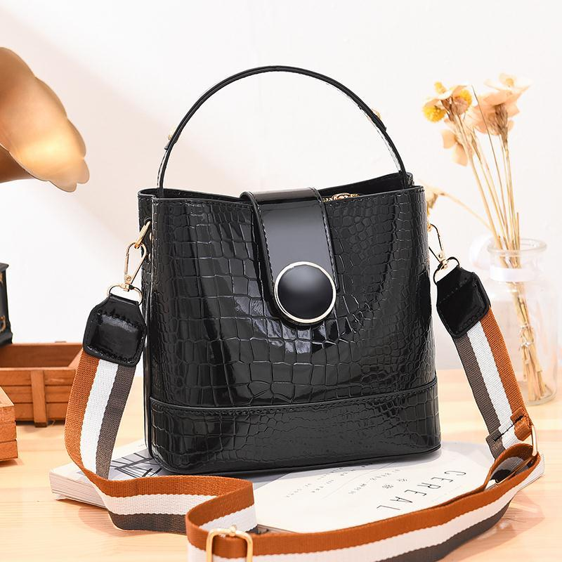 JT19385 IDR.175.000 MATERIAL PU SIZE L20XH19XW11CM WEIGHT 600GR COLOR BLACK