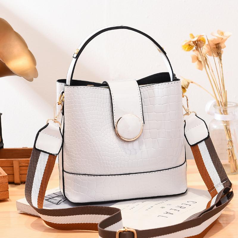JT19385 IDR.175.000 MATERIAL PU SIZE L20XH19XW11CM WEIGHT 600GR COLOR WHITE