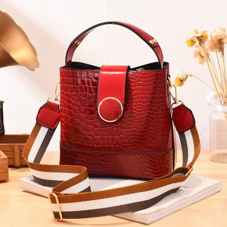 JT19385 IDR.175.000 MATERIAL PU SIZE L20XH19XW11CM WEIGHT 600GR COLOR WINE