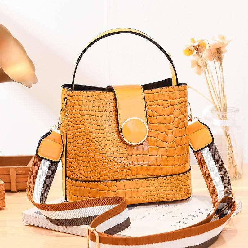 JT19385 IDR.175.000 MATERIAL PU SIZE L20XH19XW11CM WEIGHT 600GR COLOR YELLOW