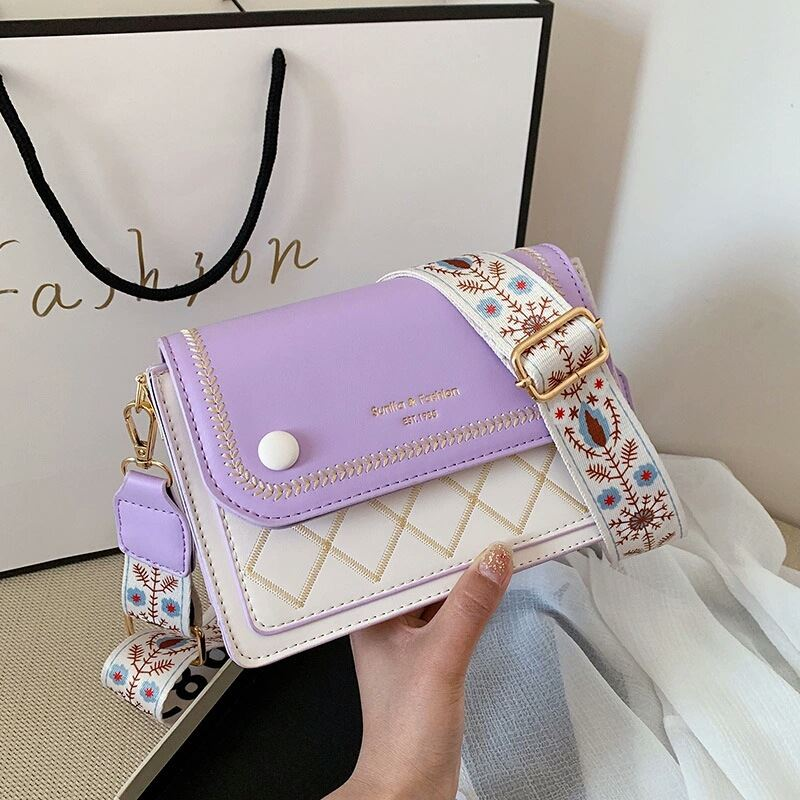 JT1950 IDR.158.000 MATERIAL PU SIZE L20XH13XW7CM WEIGHT 500GR COLOR PURPLE
