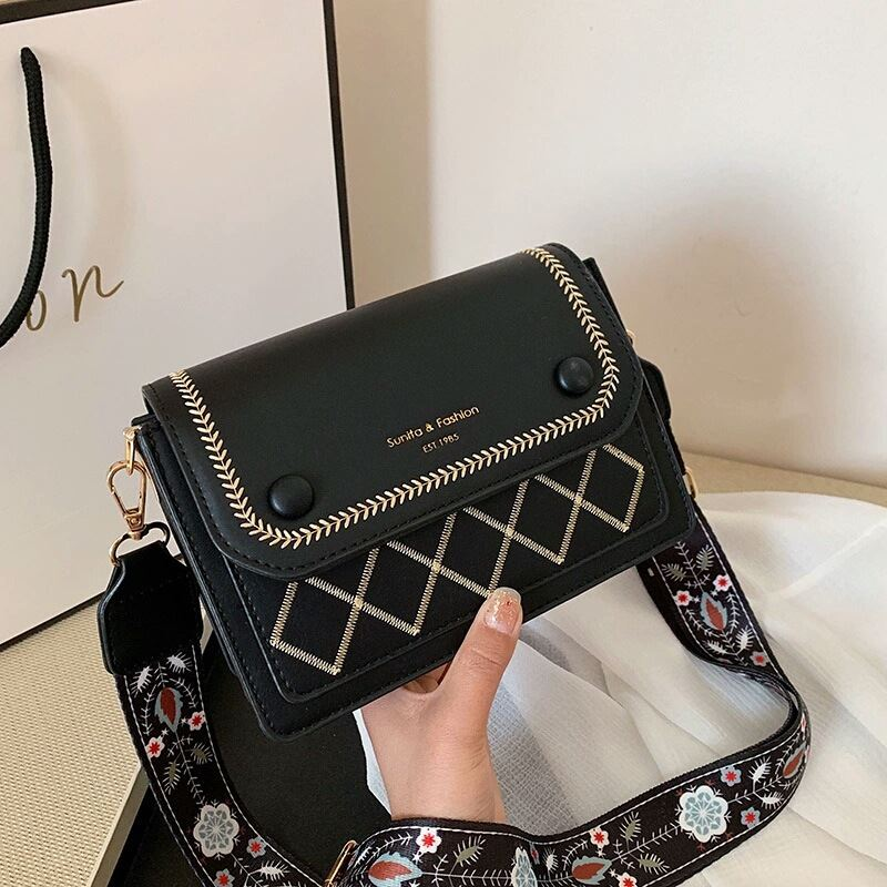 JT1950 IDR.164.000 MATERIAL PU SIZE L20XH13XW7CM WEIGHT 500GR COLOR BLACK