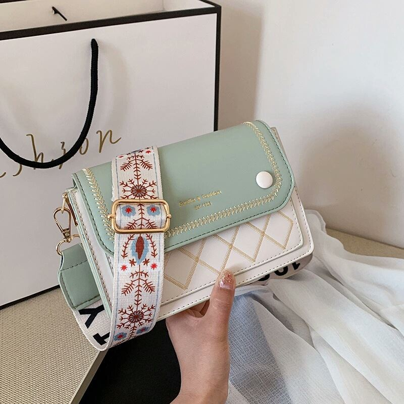 JT1950 IDR.164.000 MATERIAL PU SIZE L20XH13XW7CM WEIGHT 500GR COLOR GREEN