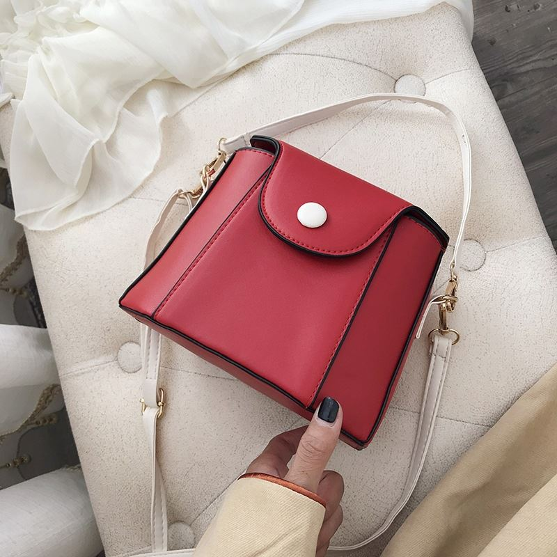 JT19511 IDR.122.000 MATERIAL PU SIZE L16-20XH15XW12CM WEIGHT 270GR COLOR RED