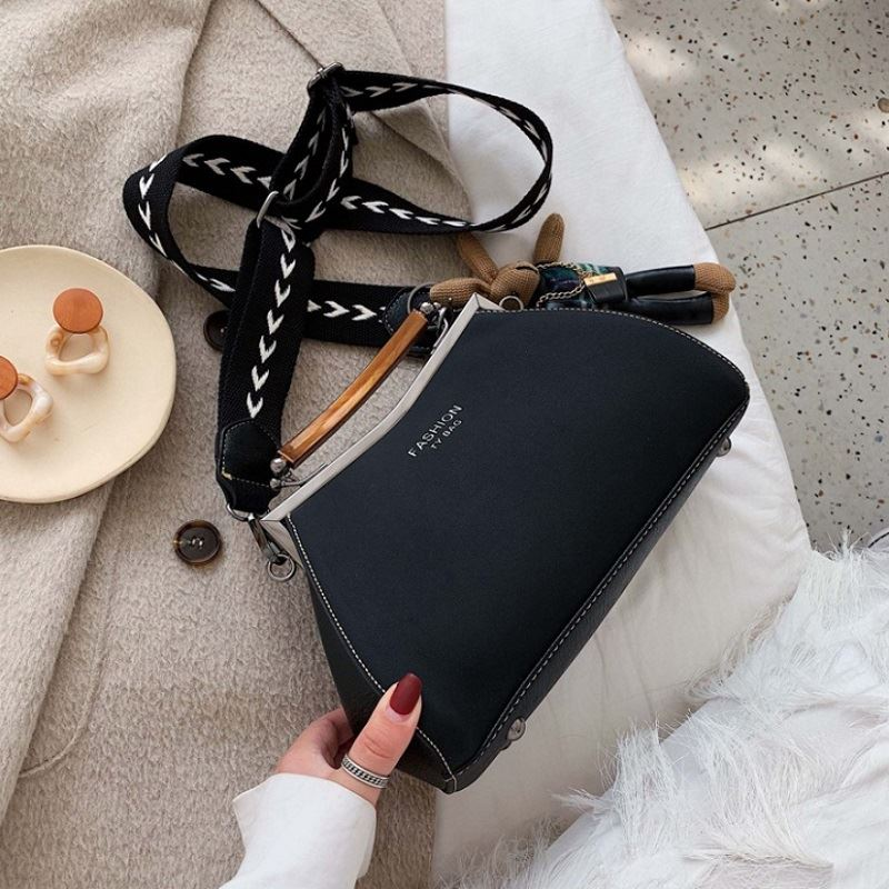 JT1952 IDR.197.000 MATERIAL PU SIZE L17-26XH16XW10CM WEIGHT 600GR COLOR BLACK