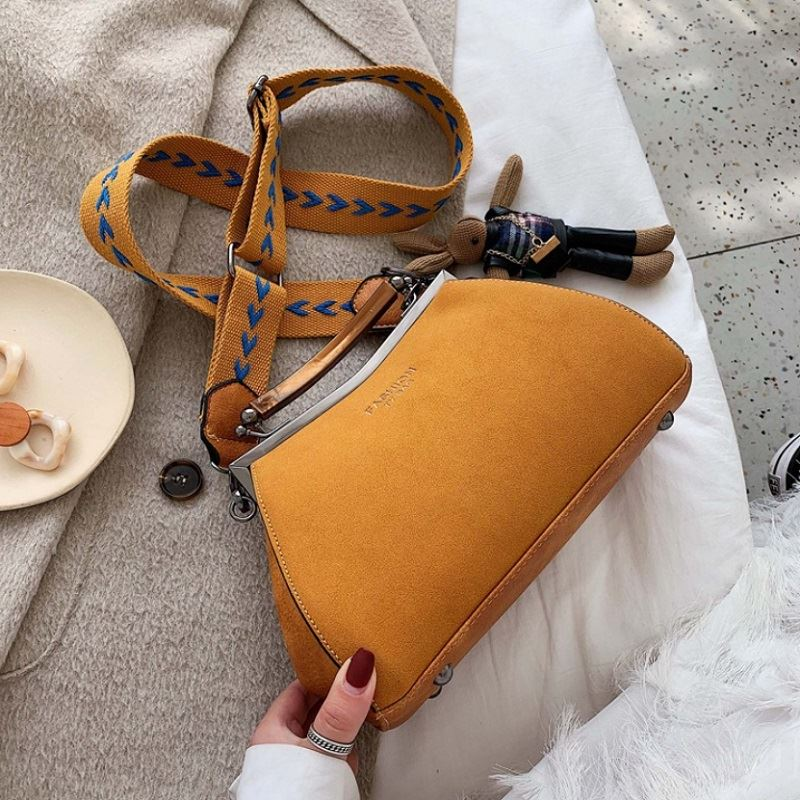 JT1952 IDR.197.000 MATERIAL PU SIZE L17-26XH16XW10CM WEIGHT 600GR COLOR YELLOW
