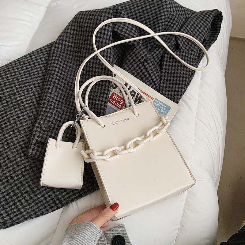 JT2025 (2IN1) IDR.172.000 MATERIAL PU SIZE L17XH20XW8CM WEIGHT 440GR COLOR WHITE