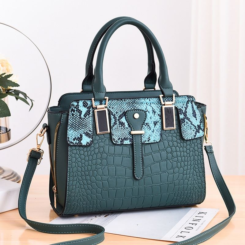 JT20281 IDR.175.000  MATERIAL PU SIZE L28XH22XW13CM WEIGHT 850GR COLOR GREEN