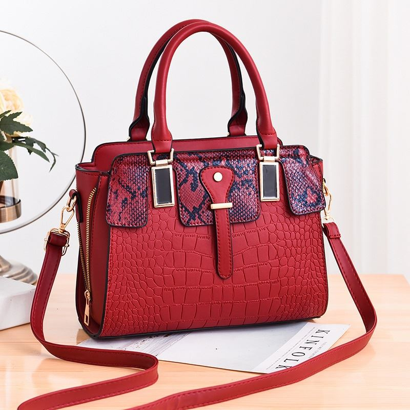 JT20281 IDR.175.000  MATERIAL PU SIZE L28XH22XW13CM WEIGHT 850GR COLOR RED