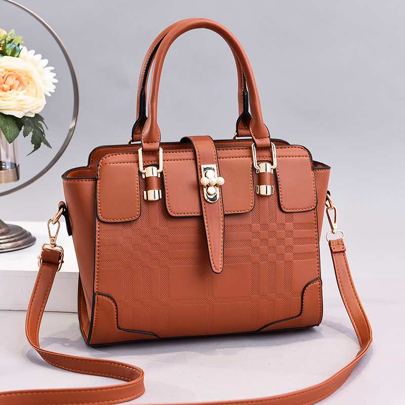 JT20282 IDR.170.000 MATERIAL PU SIZE L27XH22XW9CM WEIGHT 800GR COLOR BROWN