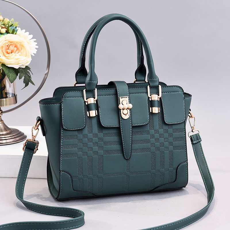 JT20282 IDR.170.000 MATERIAL PU SIZE L27XH22XW9CM WEIGHT 800GR COLOR GREEN