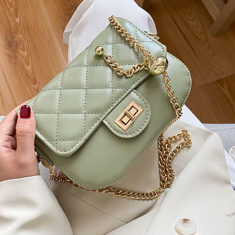 JT2070 IDR.139.000 MATERIAL PU SIZE L18.5XH14XW5CM WEIGHT 450GR COLOR GREEN