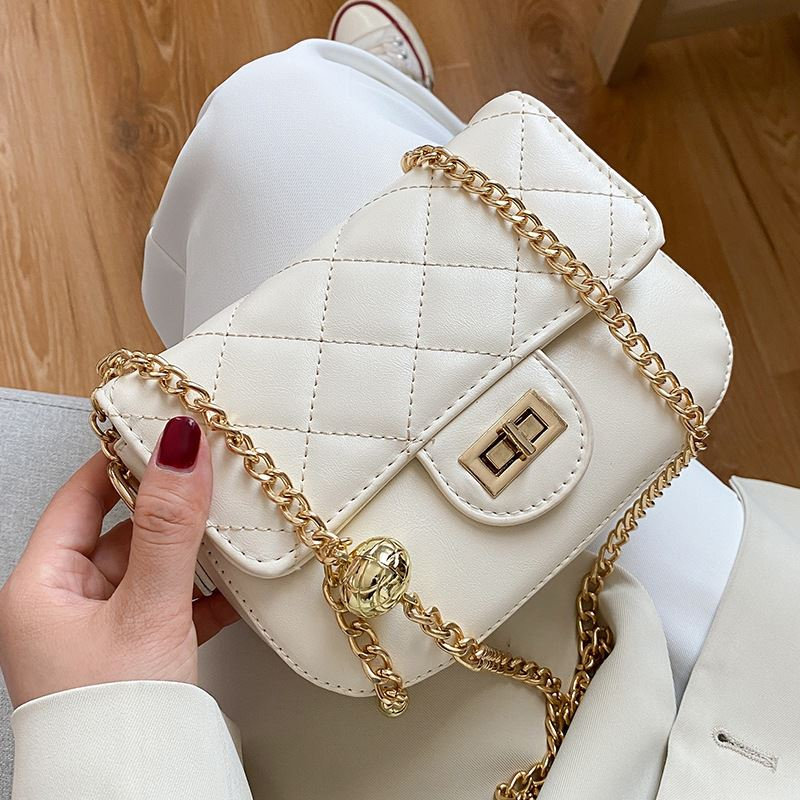 JT2070 IDR.139.000 MATERIAL PU SIZE L18.5XH14XW5CM WEIGHT 450GR COLOR WHITE