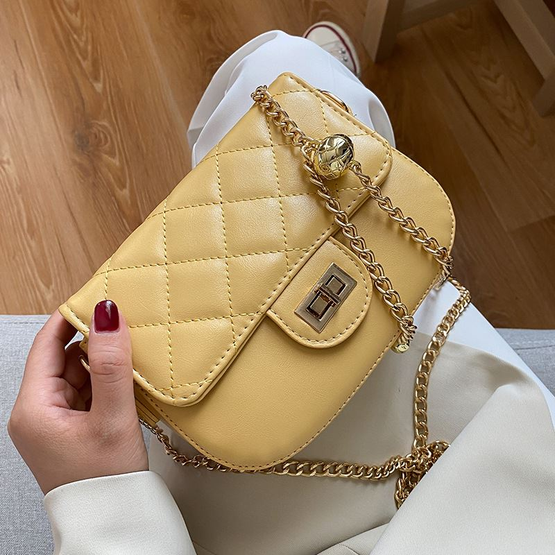 JT2070 IDR.139.000 MATERIAL PU SIZE L18.5XH14XW5CM WEIGHT 450GR COLOR YELLOW