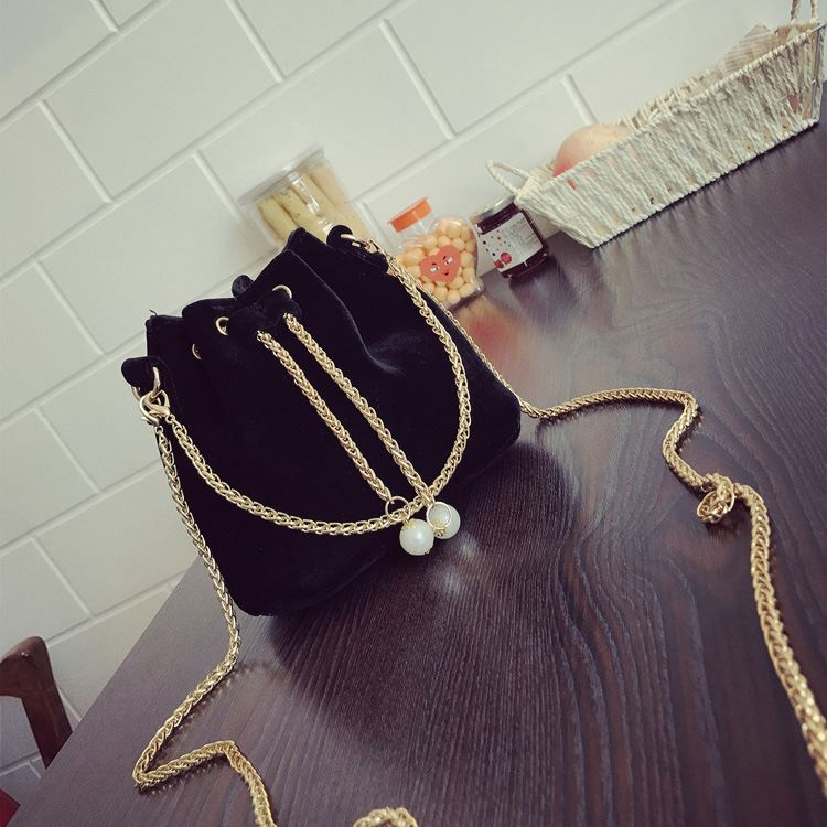 JT208658 IDR.130.000 MATERIAL MAONI SIZE L22XH22XW15CM WEIGHT 400GR COLOR BLACK