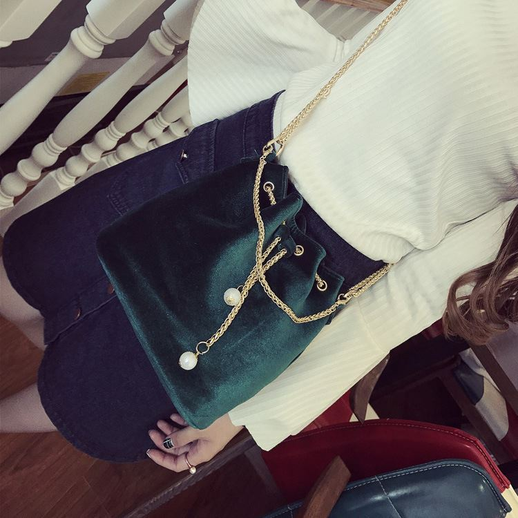 JT208658 IDR.130.000 MATERIAL MAONI SIZE L22XH22XW15CM WEIGHT 400GR COLOR GREEN