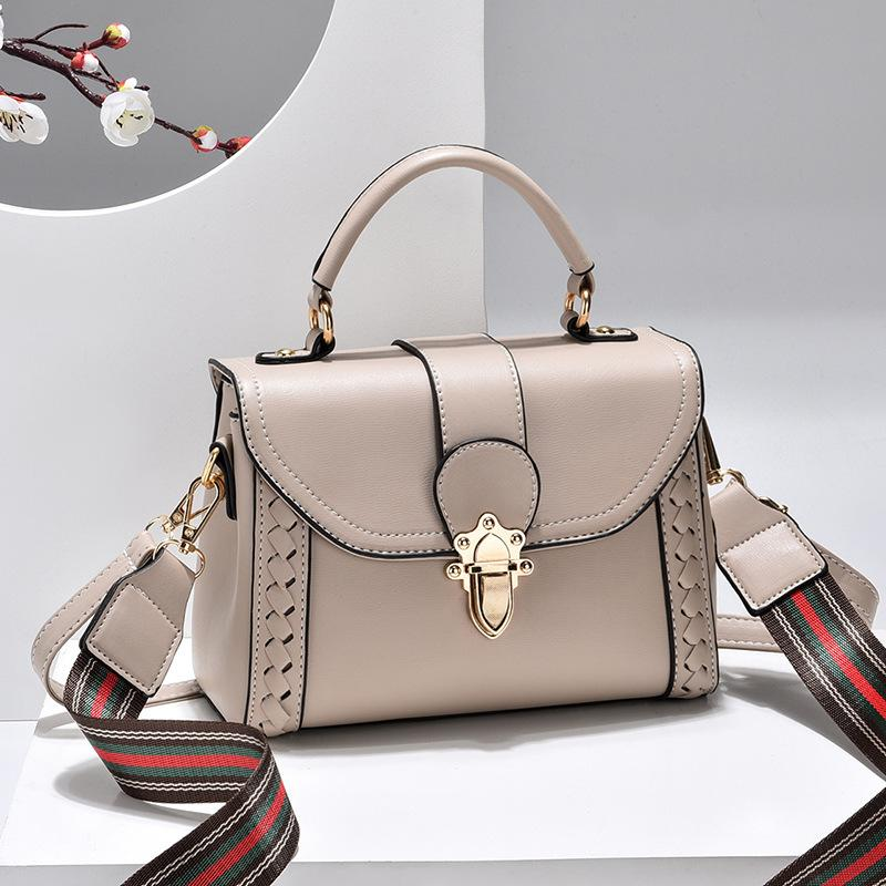 JT2182 IDR.182.000 MATERIAL PU SIZE L22XH16XW10CM WEIGHT 550GR COLOR KHAKI