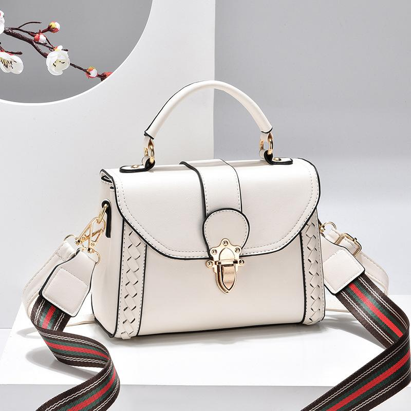 JT2182 IDR.182.000 MATERIAL PU SIZE L22XH16XW10CM WEIGHT 550GR COLOR WHITE